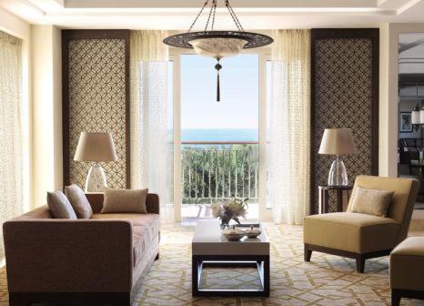 Hotelzimmer mit Tennis im The Ritz-Carlton Dubai
