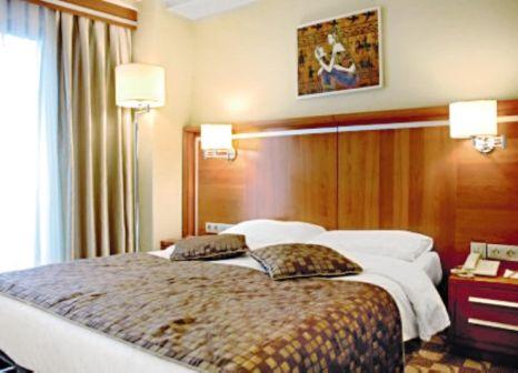 Hotelzimmer mit Tischtennis im Orka Royal Hotel