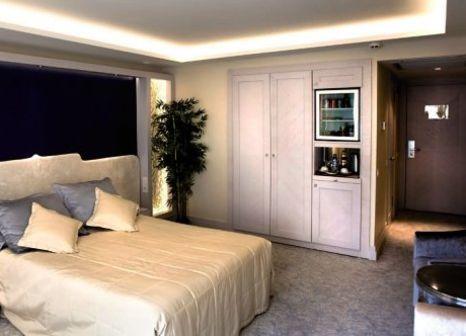 Hotelzimmer mit Hochstuhl im Zurich Hotel