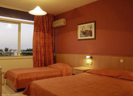 Hotelzimmer mit Volleyball im Eri Beach & Village