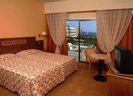 Hotelzimmer mit Mountainbike im Anesis