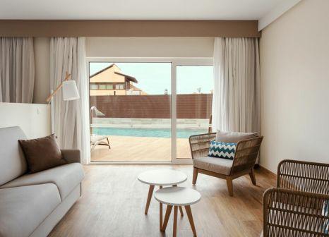 Hotelzimmer mit Mountainbike im Playa Park Zensation