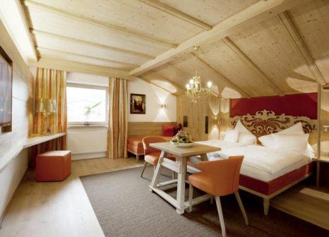 Hotelzimmer mit Tischtennis im Die Sportalm Gourmethotel