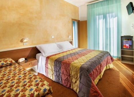 Hotelzimmer mit Tischtennis im St. Moritz Hotel