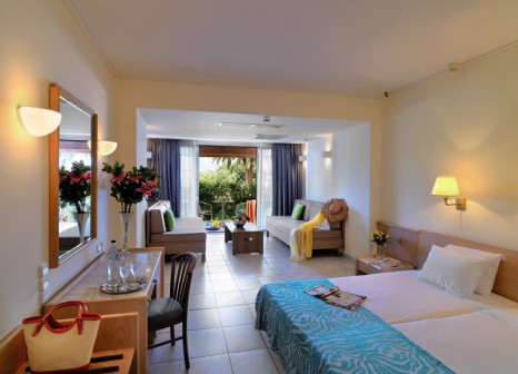 Hotelzimmer mit Volleyball im Dassia Chandris Hotel & Spa
