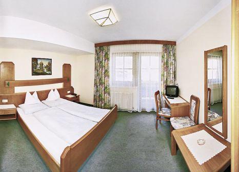 Hotelzimmer mit Ski im Simmerlwirt