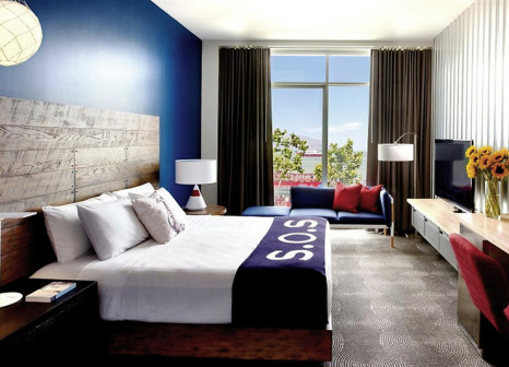 Hotelzimmer mit Mountainbike im Hotel Zephyr