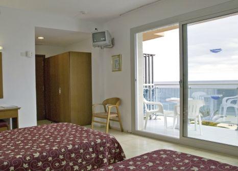 Hotelzimmer mit Mountainbike im Hotel Surf Mar