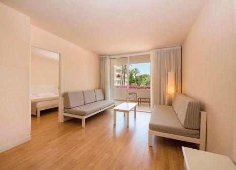 Hotelzimmer mit Mountainbike im Som Rosella