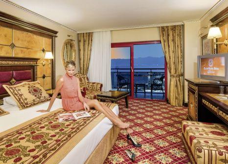 Hotelzimmer mit Mountainbike im Club Hotel Sera