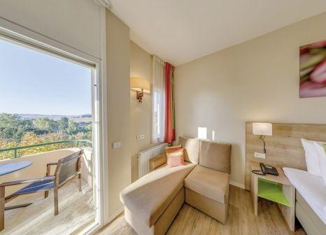 Hotelzimmer mit Mountainbike im Center Parcs Park Hochsauerland Hotel