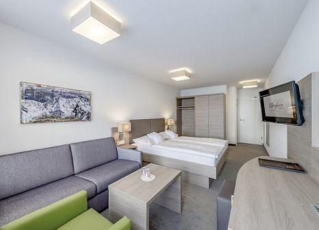 Hotelzimmer mit Ski im Hotel Lohmann