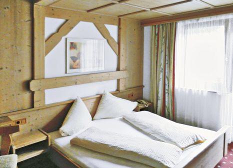 Hotelzimmer mit Ski im Schwarzer Adler