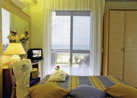 Hotelzimmer mit Mountainbike im Corallo
