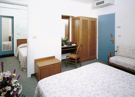 Hotelzimmer mit Mountainbike im Hotel Colombo