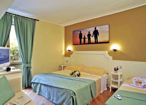 Hotelzimmer mit Mountainbike im Relais San Clemente