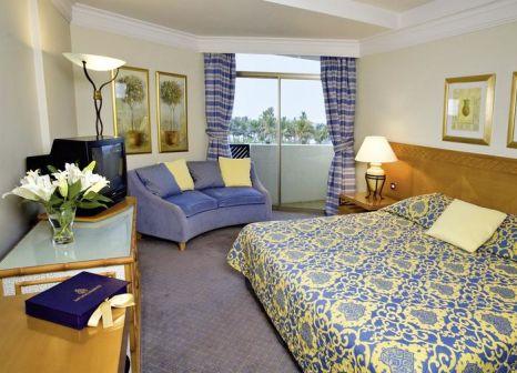 Hotelzimmer mit Volleyball im JA Beach Hotel