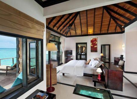 Hotelzimmer mit Volleyball im The Sun Siyam Iru Fushi