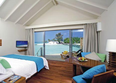 Hotelzimmer mit Tischtennis im Centara Ras Fushi Resort & Spa Maldives