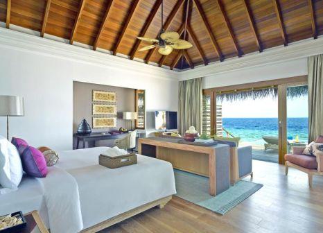 Hotelzimmer mit Volleyball im Dusit Thani Maldives