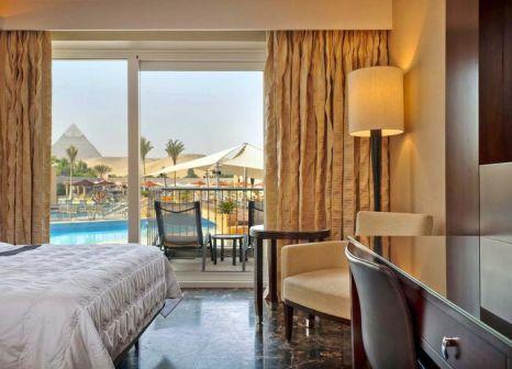 Hotelzimmer mit Tischtennis im Le Méridien Pyramids Hotel & Spa