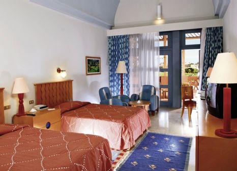 Hotelzimmer mit Mountainbike im Steigenberger Golf Resort
