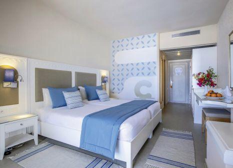 Hotelzimmer mit Volleyball im Club Calimera Yati Beach