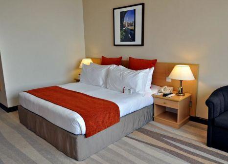 Hotelzimmer mit Volleyball im Crowne Plaza Muscat