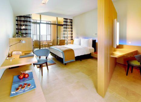 Hotelzimmer mit Volleyball im Kempinski Hotel Ishtar Dead Sea