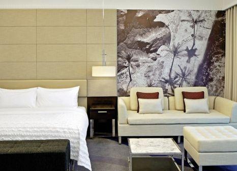 Hotelzimmer mit Volleyball im Le Meridien Al Aqah Beach Resort