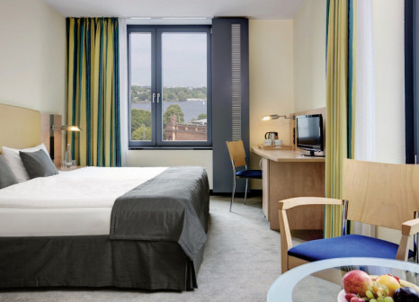 Hotelzimmer mit Casino im InterCityHotel Hamburg Hauptbahnhof