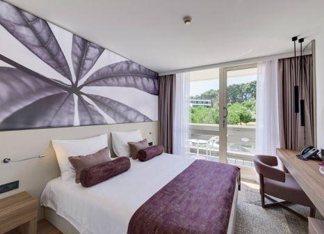 Hotelzimmer mit Mountainbike im Hotel Eden