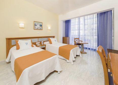 Hotelzimmer mit Mountainbike im Osiris Ibiza