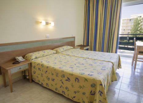 Hotelzimmer mit Mountainbike im azuLine Hotel Pacific