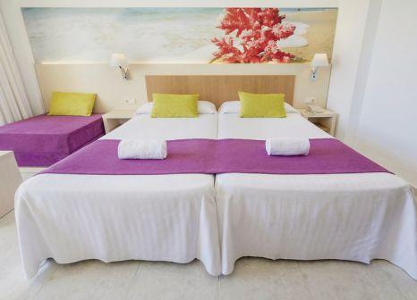 Hotelzimmer mit Volleyball im azuLine Hotel Coral Beach
