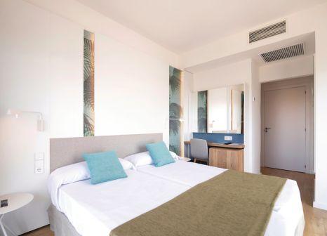 Hotelzimmer mit Mountainbike im JS Yate