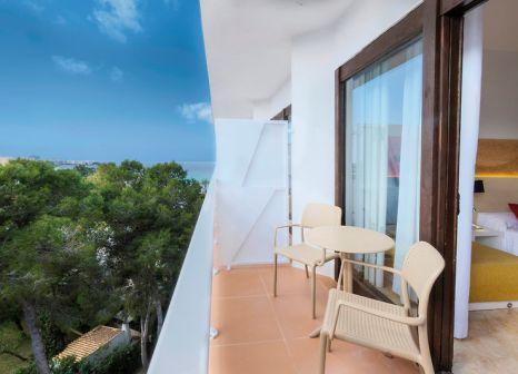 Hotelzimmer mit Mountainbike im azuLine Hotel Bergantín