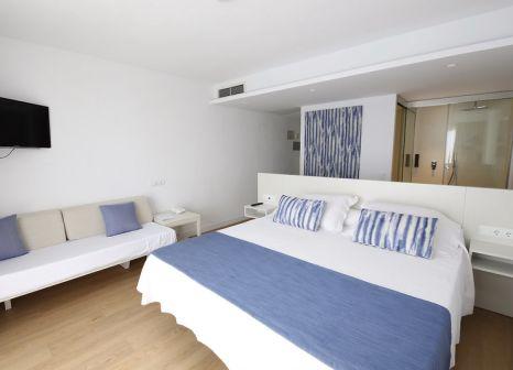 Hotelzimmer mit Mountainbike im Blau Punta Reina Resort