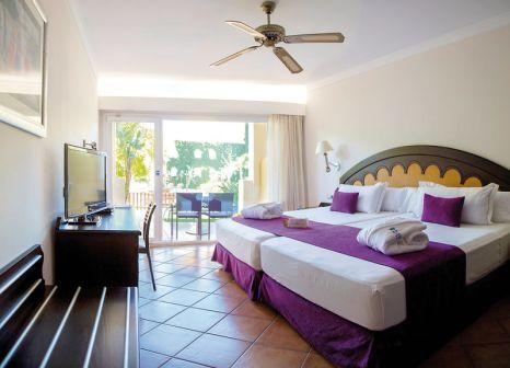 Hotelzimmer mit Volleyball im Zimbali Playa Spa Hotel