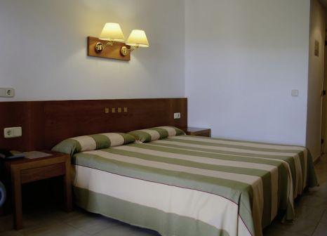 Hotelzimmer mit Mountainbike im SENTIDO Hotel Diamant