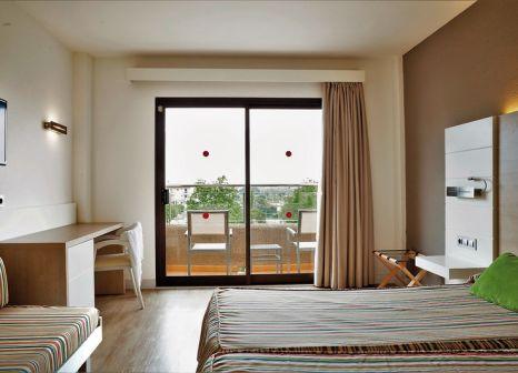 Hotelzimmer mit Mountainbike im smartline Mariant