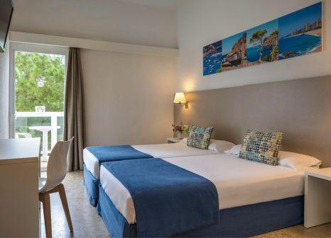 Hotelzimmer mit Tischtennis im HTOP Caleta Palace Hotel