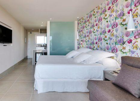 Hotelzimmer mit Volleyball im Occidental Ibiza