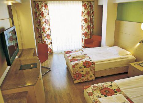 Hotelzimmer mit Volleyball im Hotel Oleander Side