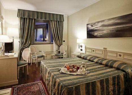 Hotelzimmer mit Mountainbike im Savoy Palace