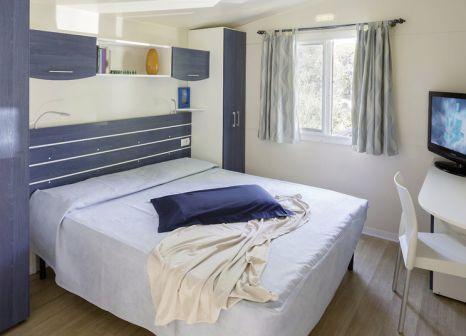 Hotelzimmer mit Volleyball im Camping Pino Mare