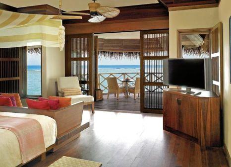 Hotelzimmer mit Volleyball im Kanuhura Maldives