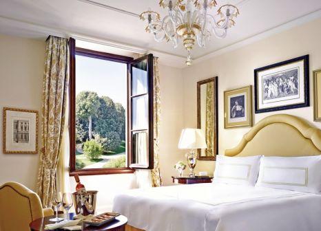 Hotelzimmer mit Mountainbike im Four Seasons Hotel Firenze