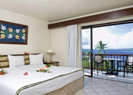 Hotelzimmer mit Paddeln im Maitai Polynesia