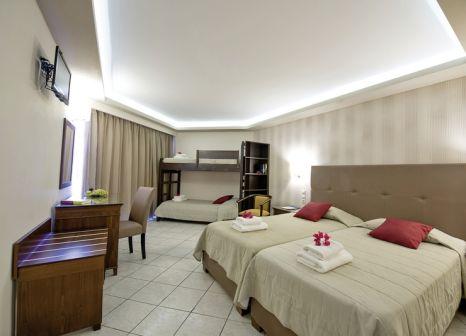 Hotelzimmer mit Volleyball im Tsilivi Beach Hotel